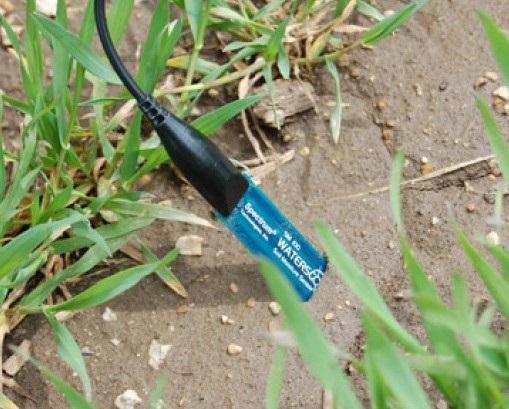 Сензор за измерване на обемното съдържание на вода в почвата